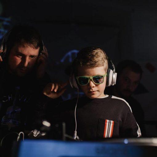 Godišnja izložba Vijeća mladih Benčić: VJ-ing, DJ-ing, fanzin…