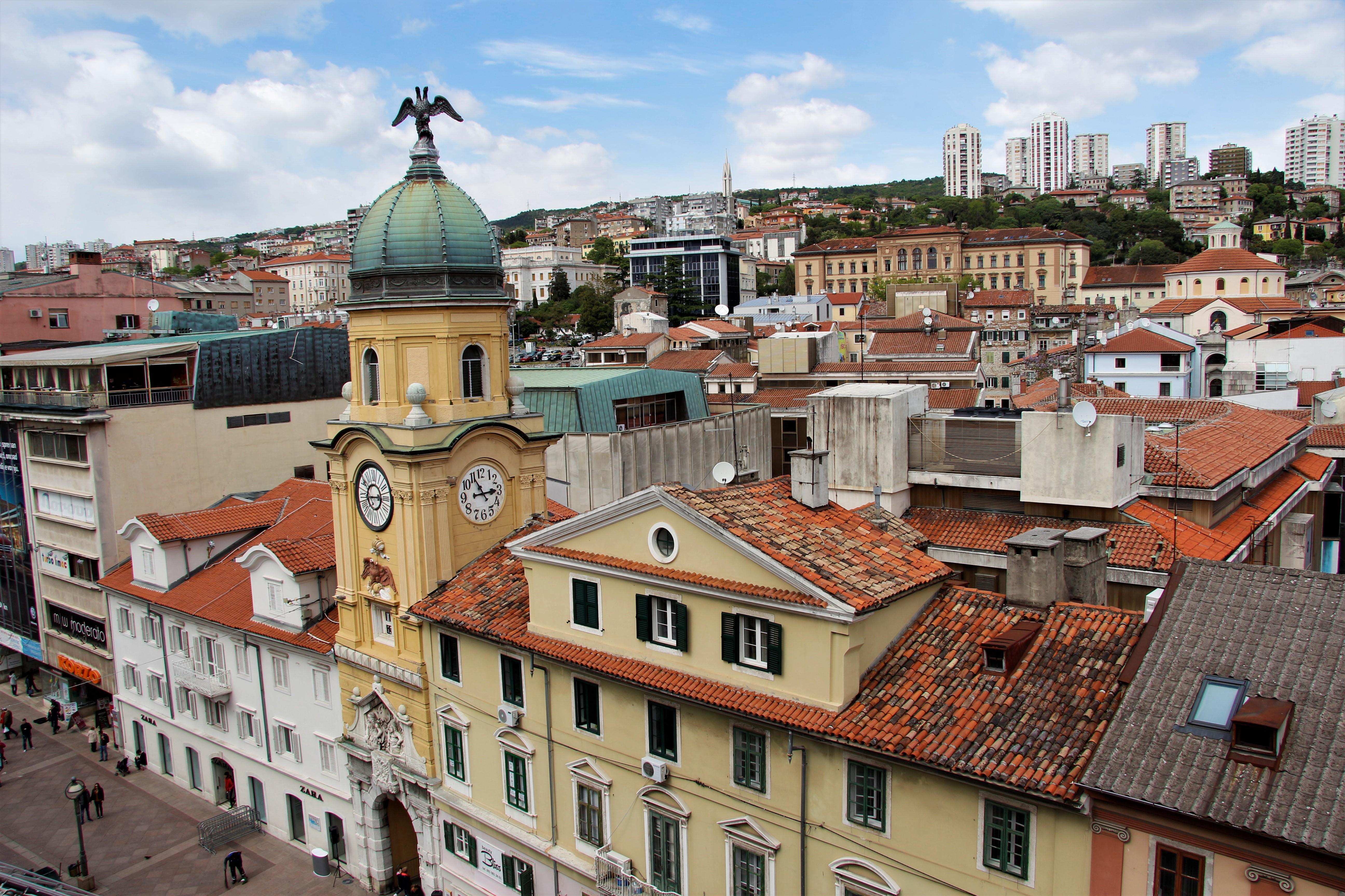 Dvoglavi orao ponovno nad Rijekom – replika postavljena na Gradski toranj