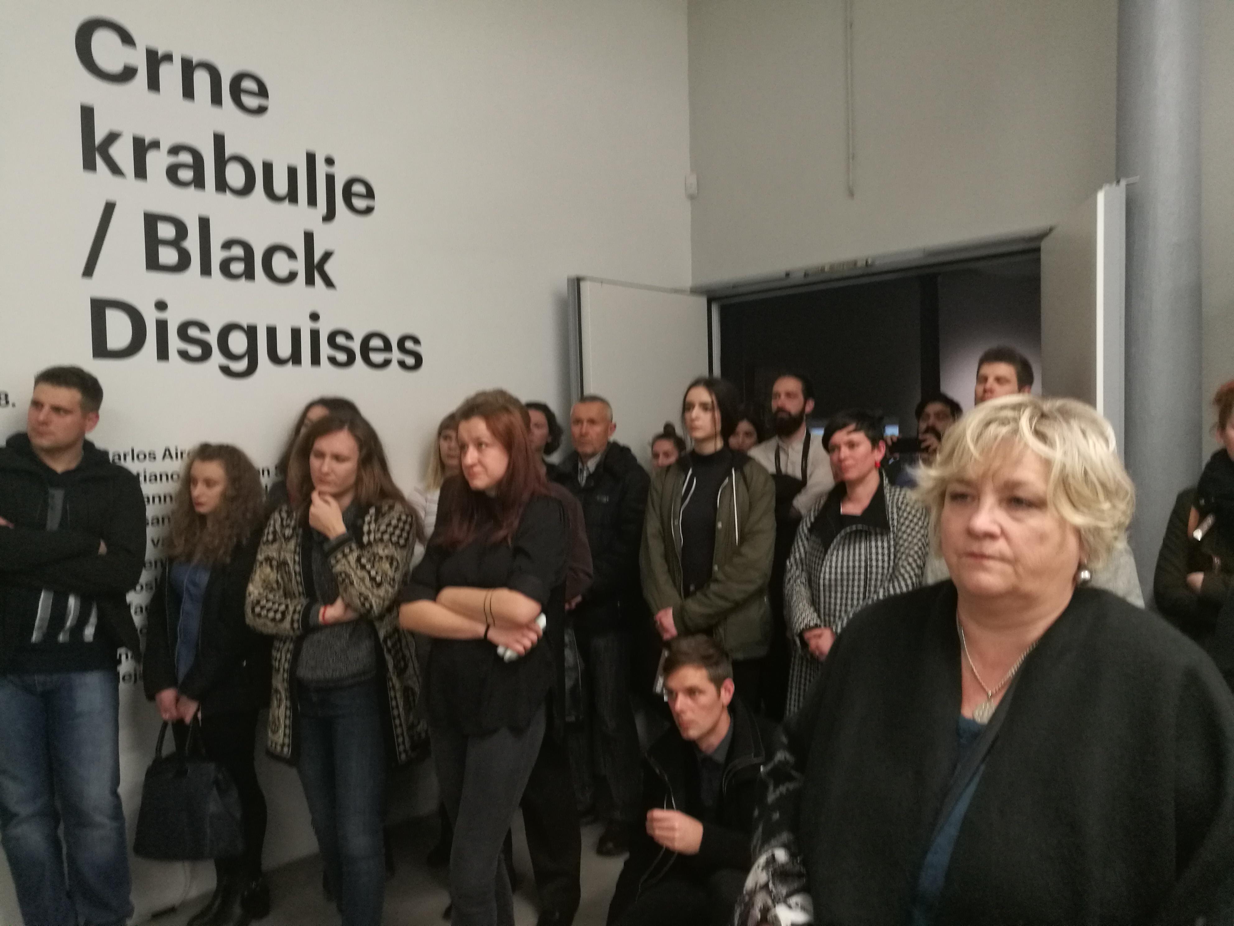 """Izložba """"Crne krabulje"""": migrantska realnost"""