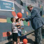 Pavlinski trg privremeno preimenovan u Dječji trg – Gradonačelnik djeci predao ključ grada uoči otvorenja dječjeg festivala Tobogan Rijeke 2020 – EPK