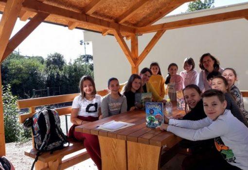 Čitanje priča na talijanskom jeziku, sadnja sadnica i izrada ekoloških ukrasa za jelku