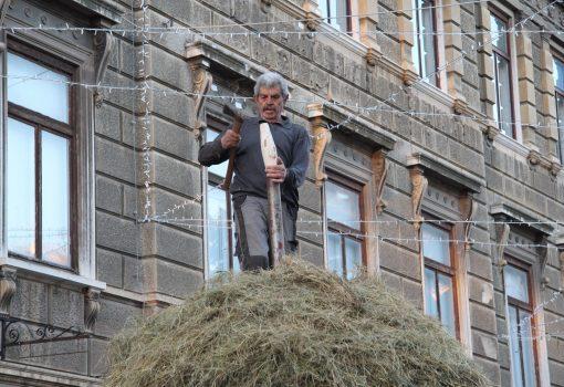 """The Haystack"" by academician Ivan Kožarić is installed"