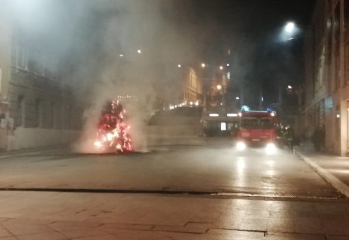 Kožarić's Installation Set On Fire – Culture Minister, Mayor and Heads of the Rijeka 2020 Project Condemn Act of Vandalism